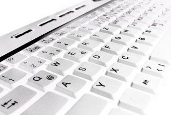 IT podporo, √ urejanju baz (obveščanje, pošiljanje izdelkov itd.) podatkov, √ e mail obveščanje,
